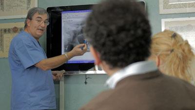 Lo studio del dentista per intervento di implantologia a carico immediato per protesi fissa