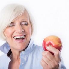 Impianti dentali cosa mangiare e dopo quanto tempo dall'intervento potrò mangiare normalmente?